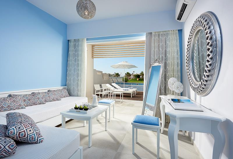 MYTHOS SWIM UP JUNIOR SUITE FRONTE MARE CON PISCINA PRIVATA