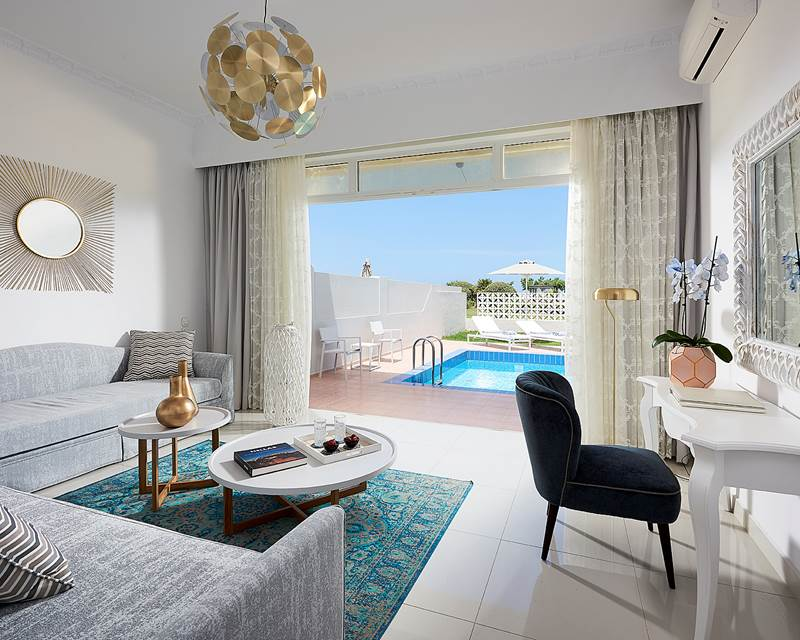 MYTHOS VILLA BEACH FRONT MIT PRIVATEM POOL